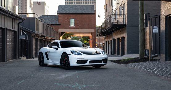 Rent a Porsche Cayman